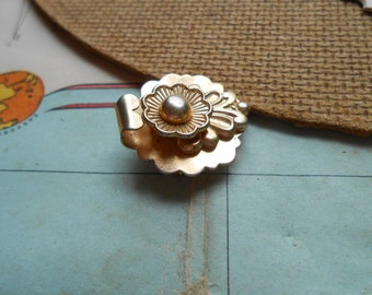 small flower barclay designer signed brooch - vintage costume jewelry