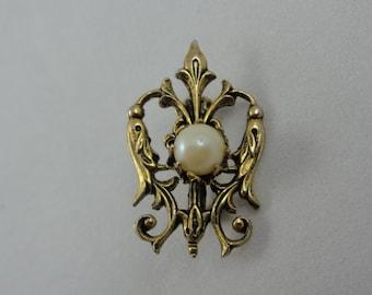 Pearl Filigree Brooch- Pearl & Gold Metal Scroll Brooch- Pearl Brooch- 3D Pin- Vintage Brooch- Pearl Jewelry, Wedding Jewelry, Bridal Brooch