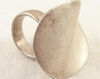 "Size 8.5 Vintage Sterling European Handmade Modernist Chunky Ring Marked ""JE"""