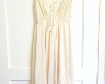 Ivory vintage gown with lace inset on bodice long night gown