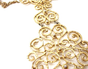 Vintage Statement Unmarked Hammered Textured Gold tone Metal Swirling Filigree Movable Pendant Necklace