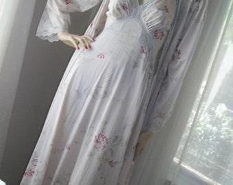 Vintage 1970s  Palest Dove Mauve Floral Negligee and Peignoir Robe Wedding Size S Antique Print Exec Cond