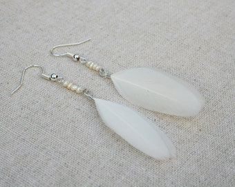 Pearl white feather earrings -  Real Freshwater Pearl earrings- white feather earrings - Feather jewellery - feather jewelry - Pearl jewelry