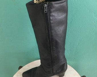Free Domestic Shipping ~ vintage 70's italian black leather knee high boots size 9 / size 41