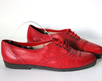 Size 8→ free shipping (us) Red leather oxford flats. Lace up shoes.