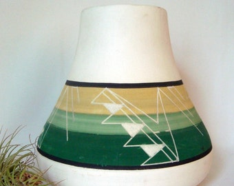 Sioux Pot Native American Ceramic Signed Kate Dismounts Rapid City Green White