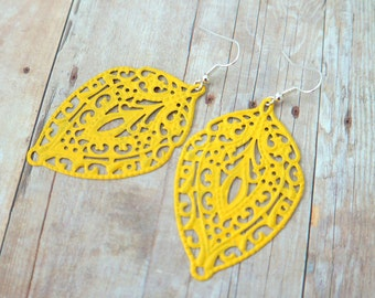 D A F F O D I L - Bright Lemmon Yellow, Lace Handpainted Metal Filigree, Silver Plated Dangle Earrings
