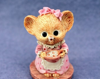 Mrs Shopmouse Figurine 1985 Cute Mice Mouse Holding Bowl 870668