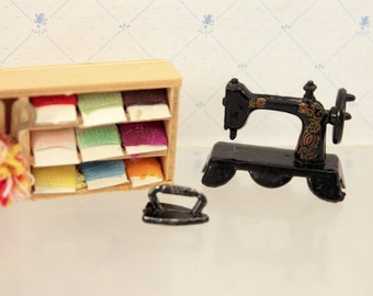 Miniature Dollhouse Singer Sewing Machine Embroidery Yarn Box Clothes Iron Dollhouse Sewing Room