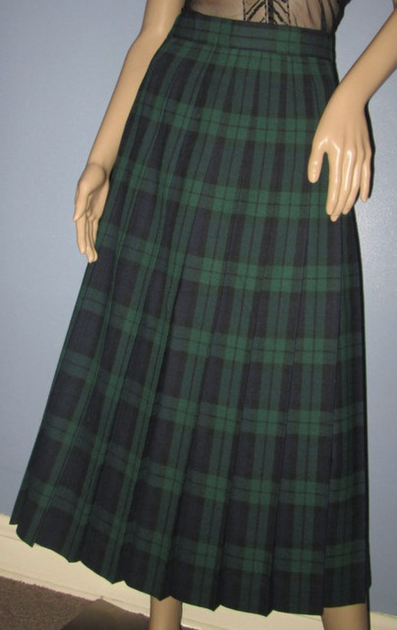 Oct 17, · The green, black, white and blue plaid skirt has adorable pleats so you can rock a school girl look with knee socks and make it edgy with combat boots and your favorite band tee. Really, the possibilies are endless!/5(6).