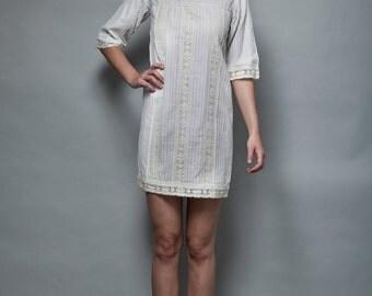 yoke shift dress mini dress a-line white cotton vintage 60s MOD pintuck lace square neck XS extra small