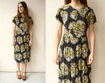 1940's / 1950's Vintage Floral Rayon Tea Dress Size Small