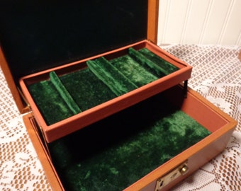 Vintage Leatherette Jewelry Box with Green Velvet  -  16-314
