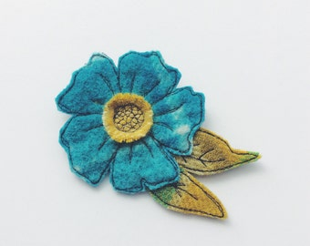 Wool rug - flower - brooch - blue - yellow - thread drawn
