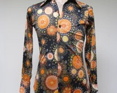 Vintage 1970s Shirt / 70s Mens Abstract Art Print Disco Shirt / Extra Small