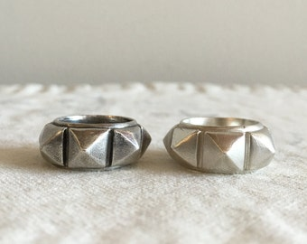 Big Studs Ring for Small Finger  Size : 5.75