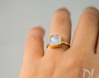 Rainbow Moonstone Ring Gold, June Birthstone Ring, Gemstone Ring, Stacking Ring, Gold Ring, Cushion Cut Ring, Unique Ring, Gift for Her