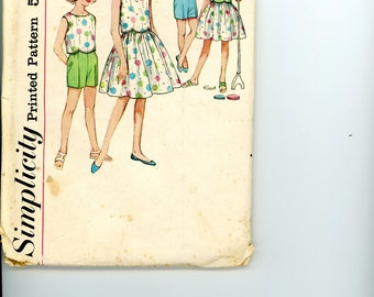 1962 Simplicity 4411, Two Piece Blouse, Full Skirt, and Shorts Sewing Pattern, Girl's Size 8, Bust 26, Factory Folded