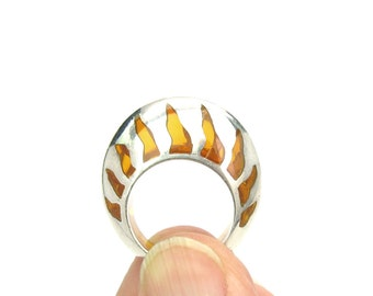Amber Disc Ring. Crown & Flames. Modern Sterling Silver. Inlaid Amber. Vintage 1980s Statement Jewelry. Size 7