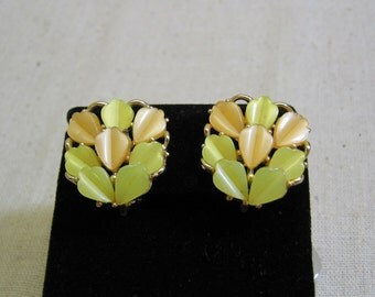 Vintage Tiny Yellow and Peach Colored Leaf Shaped Thermoset Plastic Clip Earrings