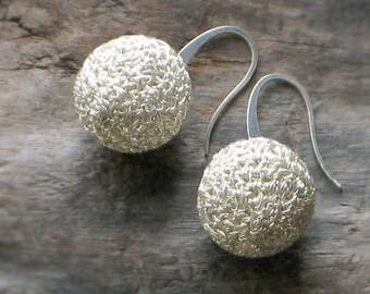 Sterling SILVER GLOBE EARRINGS Hand Crocheted Wire > Crochet Ball Earrings [Balle Boucles Oreilles Argent—Pendientes Plata Globo Ganchillo]