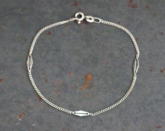 Elegant Silver Bracelet - Sterling Silver - Thin Chain with Diamond Shapes - Vintage Bracelet
