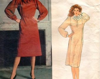 Vintage Vogue American Designer GEOFFREY BEENE Pattern 2727 - Misses Loose-Fitting, Pullover Dress, Belt and Jabot - Size 12