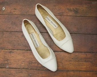 Vintage Size 7 off-white women's flats