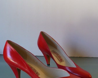 Vintage Pappagallo Red Leather Pumps Made in Spain Size 6.5 M