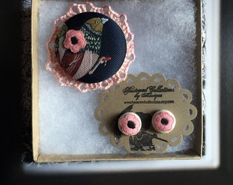 brooch bird sparrow lapel pin and set pink floral earrings