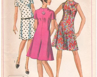1967 - Simplicity 7161 Vintage Sewing Pattern Size 12 Bust 32 Jiffy Dress Easy Simple To Sew Collarless Raised Neck Sleeveless Short Sleeve