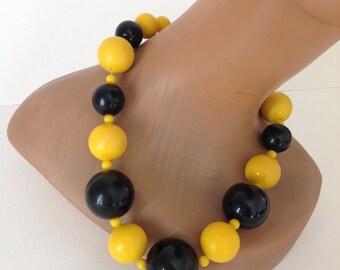 Vintage 70's plastic necklace yellow black