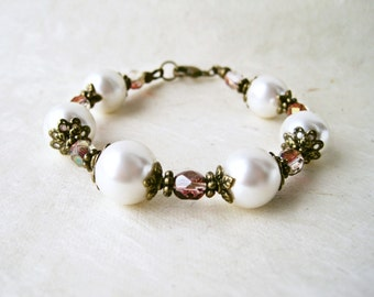 Cream Pearl Bracelet. Romantic Bridal Bracelet Pearl Ivory Victorian Wedding Jewelry. Vintage Style Wedding Accessories. Pearl and Crystal.