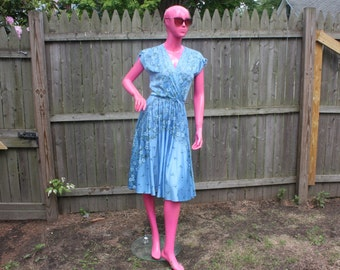 Baby Blue Floral Summer Dress with String Belt~70s 80s~Pixie~Polyester~SO Pretty~Summer~Sz S-M~Periwinkle