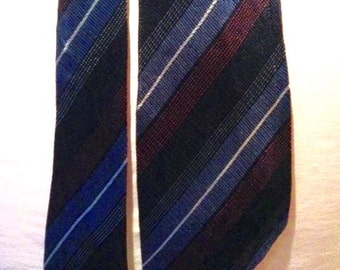 Vintage late 1930s Mens Navy Striped Rayon Necktie