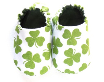 Saint Patrick's Day Baby Girl Shoes, 0-6 mos. Baby Girl Booties, Green Clovers Baby, Soft Sole Baby Shoes, St Patrick's Day Baby Gift