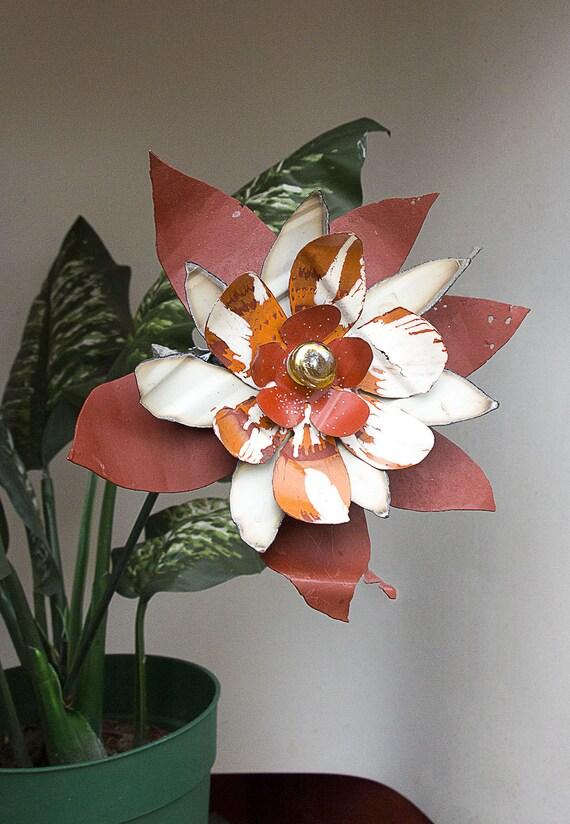 orange white metal yard art flower salvaged recycled. Black Bedroom Furniture Sets. Home Design Ideas