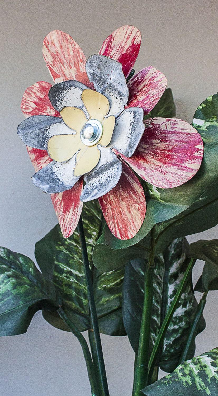 Red cream metal yard art flower indoor outdoor wall art for Outdoor wall flowers