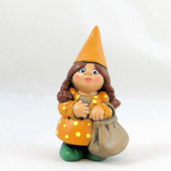 Female Gnome: Small Travelling Female Gnome 5.5 Inches Lawn Or Garden