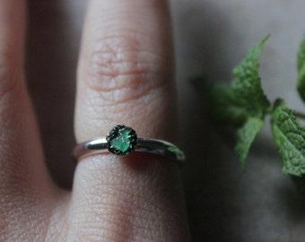 Raw Emerald ring silver raw stone ring  dainty ring gypsy rings  druzy ring raw crystal ring natural Emerald ring healing crystal and stone