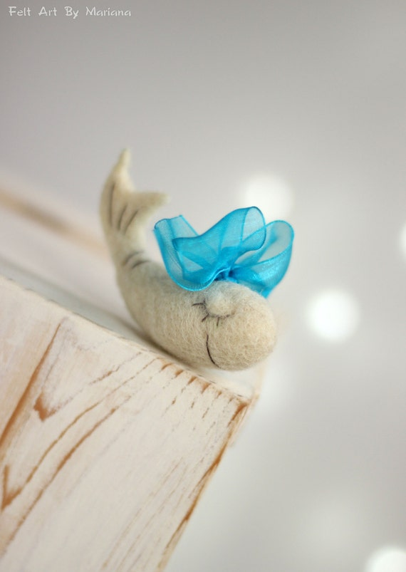 Needle Felt Whale - Needle Felt White Whale With Blue Ribbon - Needle Felt Art Doll - Whale Miniature -  Summer Home Decor - Boho Home Decor