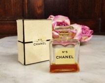 ViNTAGE CHANEL No 5 .275 oz. PERFUME BOTTLE 1950 1960 with BoX. women's vintage fragrance