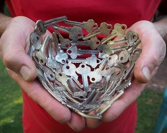 Small Heart Bowl, 15 cm Key bowl, Metal bowl, Metal sculpture ornament, Made to order