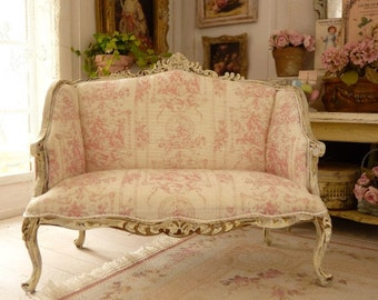 Miniature, French pink toile de Jouy, Shabby sofa in wood, Distressed white, Louis 15th, French Dollhouse furniture in 1:12 th scale