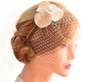 Birdcage veil headband Brirdcage veil headband Mini birdcage veil Bridal hair flower Ivory fascinator Bridesmaid comb Ivory hair comb