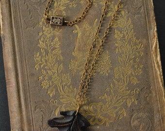 1930s Wood Leaf Pendant Necklace