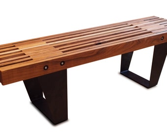 Bench in red maple and steel