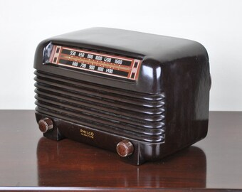 Antique 1946 Philco AM Radio Model 46-250 Plays And Looks Great.  FREE Shipping!