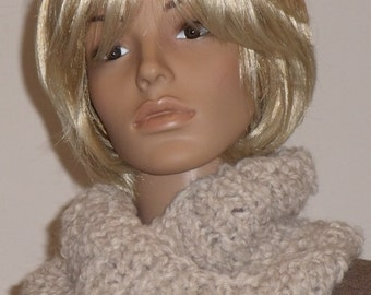Knitted Möbiusschal of thick soft Boucle yarn wool white