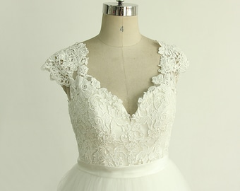 Keyhole back Deep V neckline a line tulle lace wedding dress and capsleeves